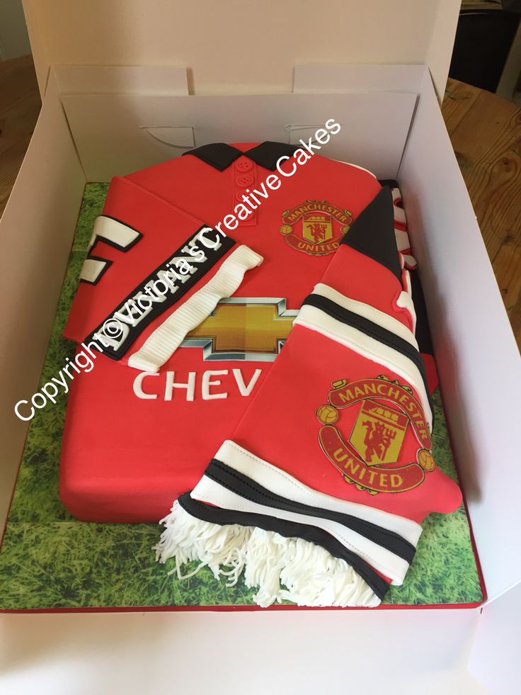Manchester United football shirt birthday cake