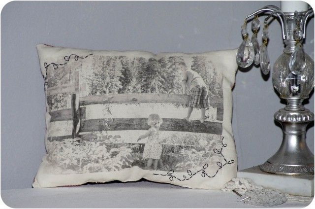 DIY Vintage Photo Pillows    What a lovely way to cuddle up and remember happy times! Do paper transfers of favorite family photos to enjoy with everyone.