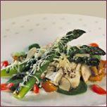 Asperges grillées au Cheddar fort canadien, petite salade de champignons marinés