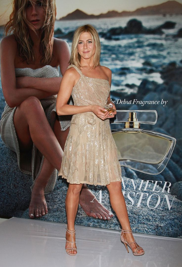 Pin by ahmed badwy on jennifer aniston jennifer aniston feet jennifer aniston jennifer - Jennifer aniston barefoot ...