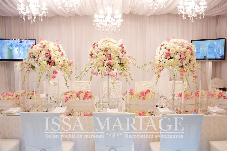 Decoratiuni nunta falduri tavan decorative voaluri albe si arnajamente florale IssaMariage 2017