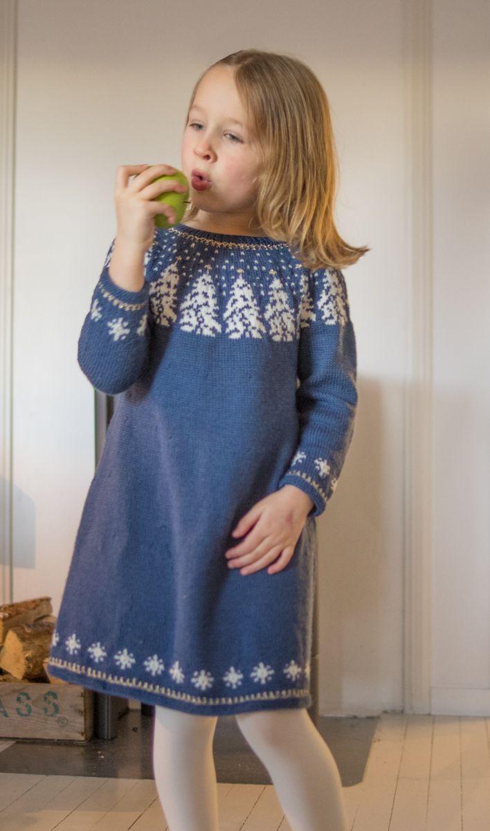 Hønsestrikk - chickenknitting: Glitrende skog og vinterskog - kjole til voksen og barn