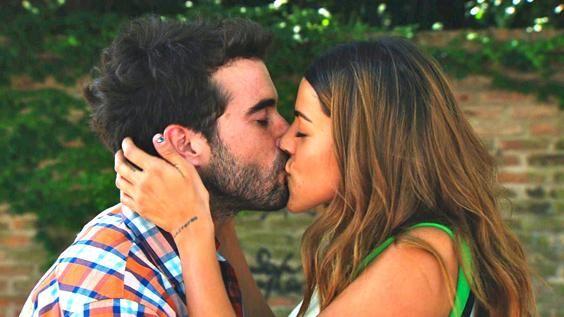 Este jueves 30 de enero a las 21:30 se viene uno de los momentos más esperados de Mis amigos de siempre, el primer beso de Simón (Nico Cabré) y Tania (Calu Rivero). Mirá el avance: