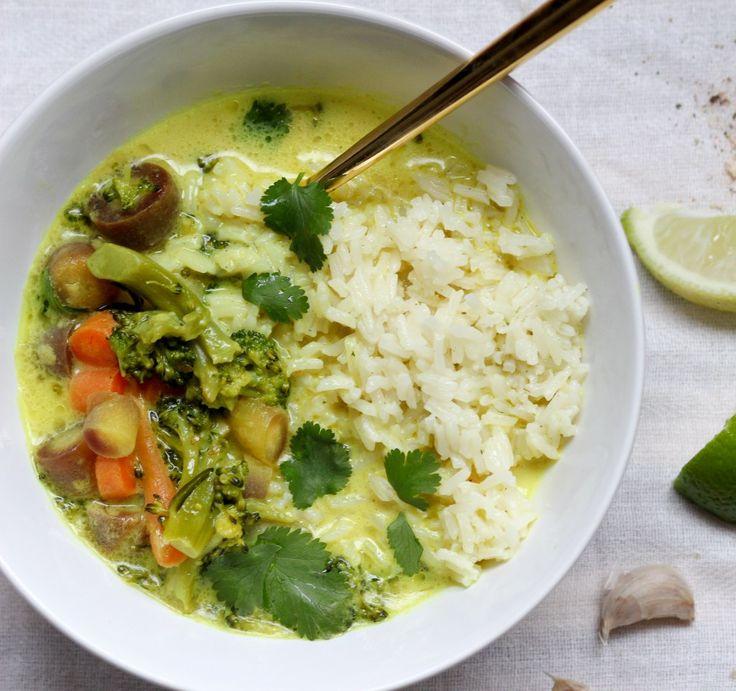 vegan turmeric & coconut milk vegetable bowl | apolloandluna.com