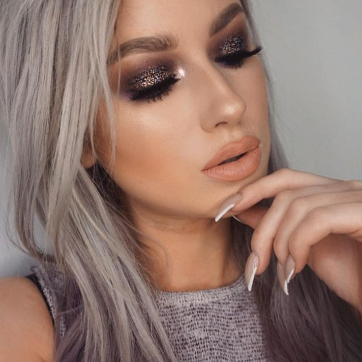 CHOCOHOLIC DOLL GLITTER INJECTIONMAKEUP BY @lolaliner LOVEE IT BEAUTIFUL BROWN GLITTER WITH HOLOGRAPHIC EFFECTS XOX