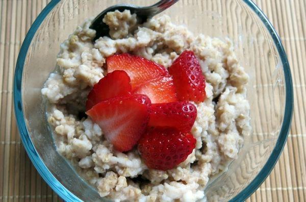 Вкусная каша на завтрак с высоким содержанием клетчатки заряжает энергией и силой, повышает продуктивность и гарантирует хорошее самочувствие на весь день. Если к концу рабочего дня вы чувствуете