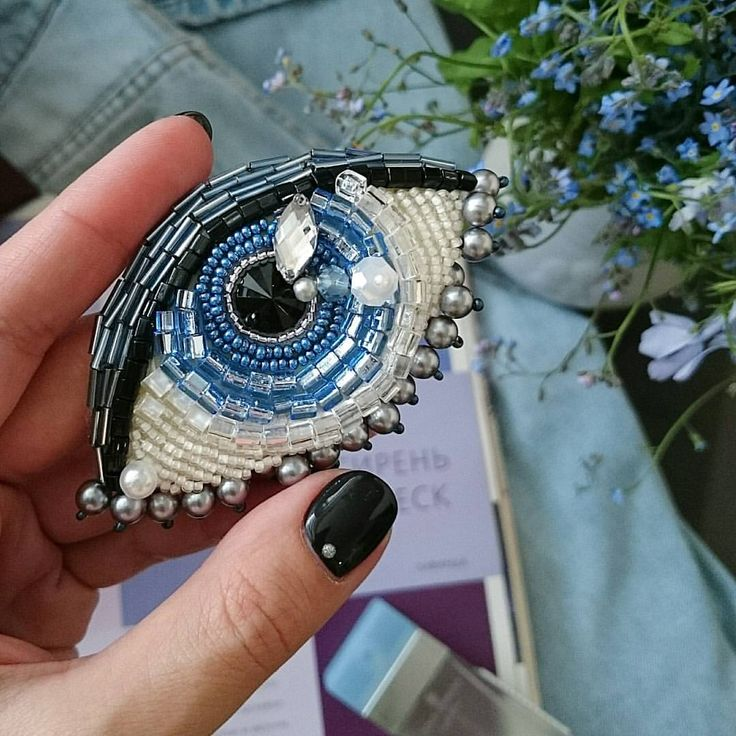 """""""Третий глаз"""" может появиться у Вас, если закажите эту гипно-брошь Вариации для зеленоглазых колдуний и чёрных очей скоро будут выполнены для свободной продажи! Стоимость 1450 рублей. #брошьизбисера #брошьглаз #брошьручнойработы #вышивкабисером #бисер #бисернаяброшь #вышитаяброшь #embroidery #beading #fashionbrooch #brooch"""