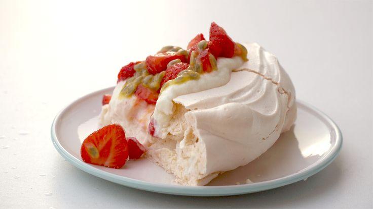 Pavlova met aardbeien   Toetjes en Taarten