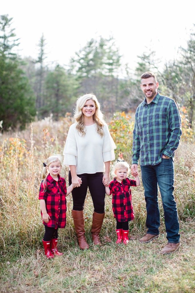 Holiday pics | Outfits | Pinterest | Family photos, Family christmas  pictures and Family photo outfits - Holiday Pics Outfits Pinterest Family Photos, Family Christmas