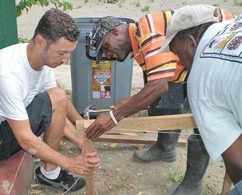 Global volunteers - connects volunteers to projects worldwide. Voluntourism agency.