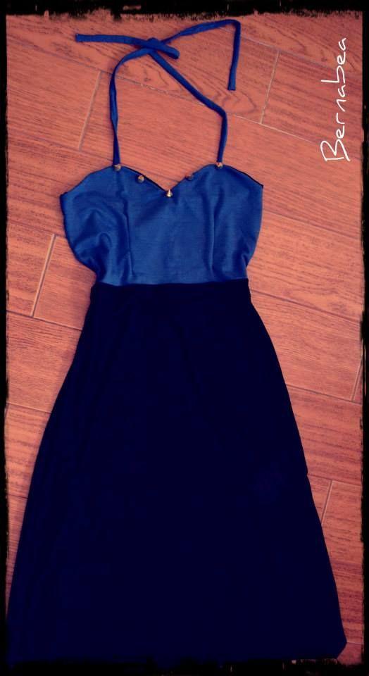 Vestido largo, azul francia y negro, escote corazón con puas doradas! FB : Bernabea Boutique!