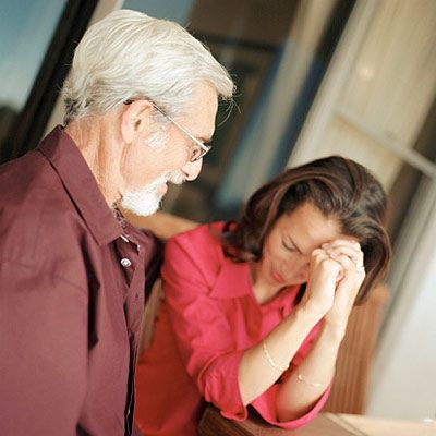 11 Early Signs of Dementia             Not being able to recognize loved ones is a known effect of Alzheimer's, but other signs of dementia are less obvious. Learn more about early dementia symptoms.