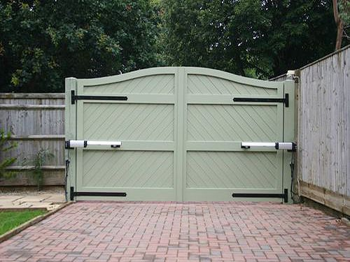 Best 25 electric gates ideas on pinterest electric for Driveway gate lock