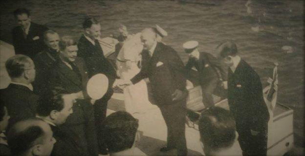Atatürk, İngiltere Kralı VIII. Edward ile  4 Eylül 1936 Dolmabahçe Sarayı