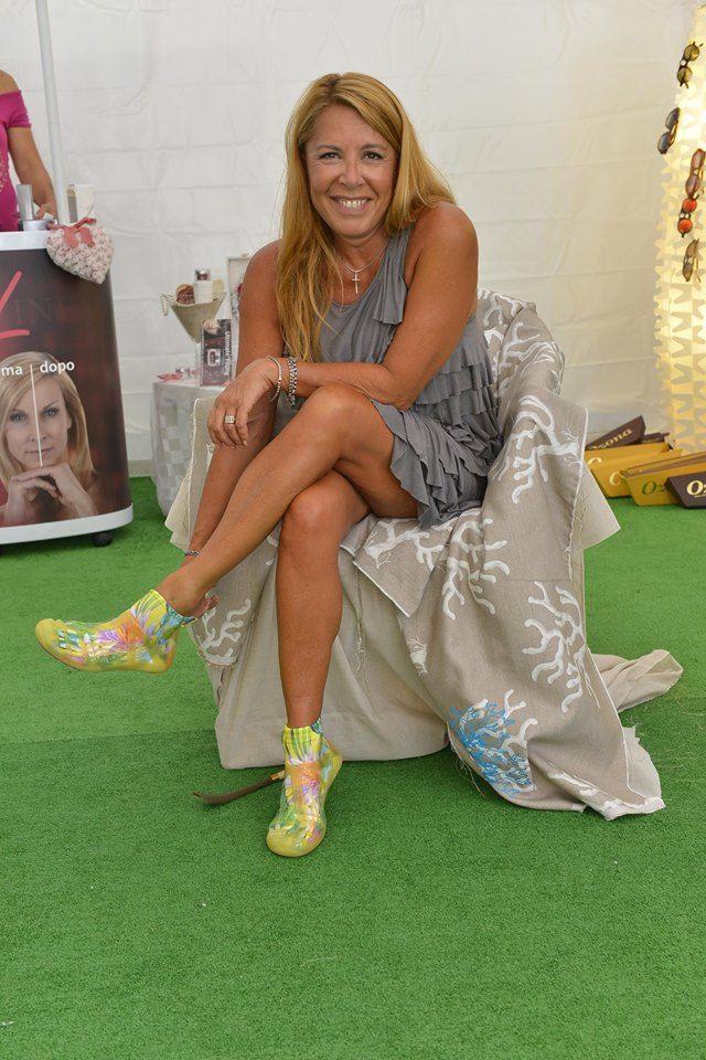 Anna Pettinelli a #Venezia71 con le Akkua R'Evolution!! #barefoot #sneakers #style #fashion
