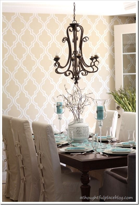 Great Wall Paper Pattern And Table In Dining Room