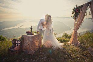 Свадьба на вершине горы. Вид на залив. Церемония на закате.