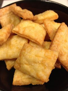 Mothering with Creativity: DIY: Homemade Cheez-Its