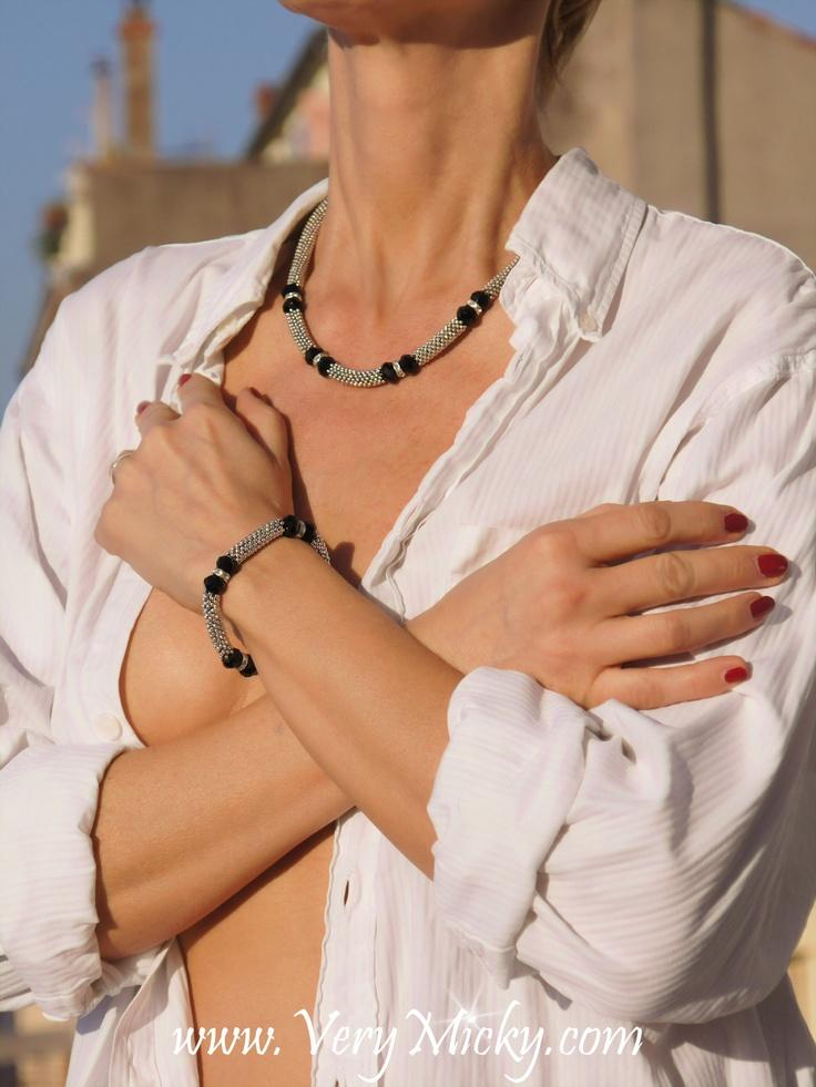Sachez qu 'une belle parure de bijoux peut faire toute la différence! Very Micky 458 rue St Sauveur 06110 Le Cannet France