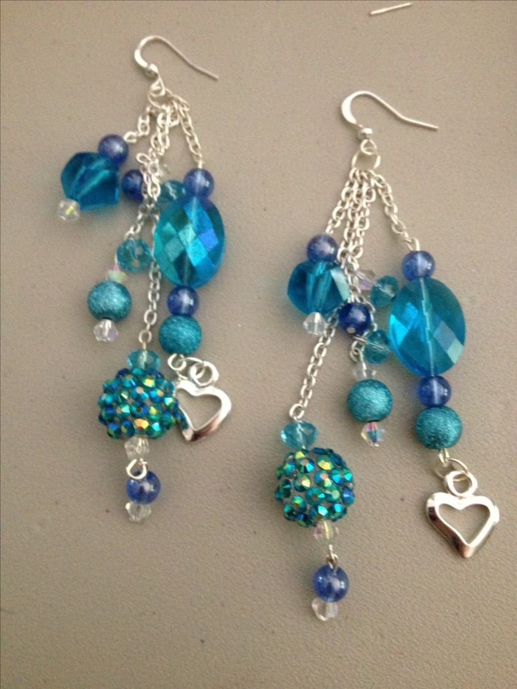 I love this combo of different beads and the colour too!