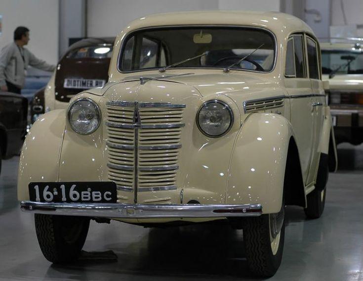 Первый «Москвич-400-420» сошел с конвейера 4 декабря 1946 года и отличался от «Опеля» усиленным генератором, регулировочными данными и меньшей максимальной скоростью. Машина выпускалась на рюссельхаймской производственной линии, вывезенной СССР из побежденной Германии в 1945 году.