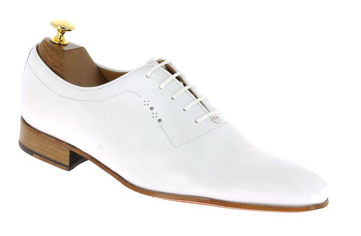 Center 51 vous présente le modèle  Richelieu Center 51 classico 6379 cuir blanc à 99,00 €  retrouvez-le sur https://www.center51.com/fr/chaussures-a-lacets-homme/924-richelieu-center-51-classico-6379-cuir-blanc.html