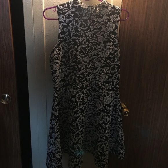 Black and White rose short dress Shirt like dress, goes up to your neck. Never worn. Dresses