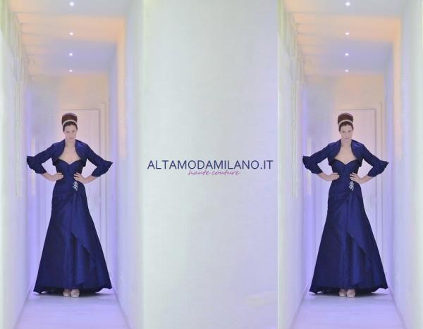 Abito da sposa colorato BLU made in ALTAMODAMILANO.IT corso venezia 29 milano TEL 0276013113