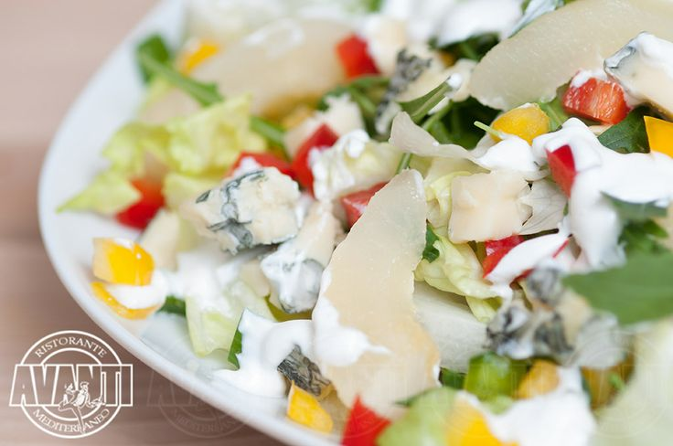 Perry Salad (Iceberg lettuce, arugula, pears, bell peppers, blue cheese, honey and yoghurt dressing)