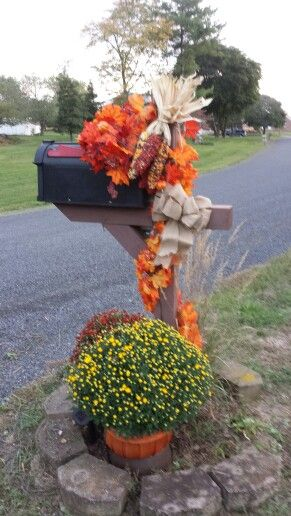Our Fall Mailbox Decoration.