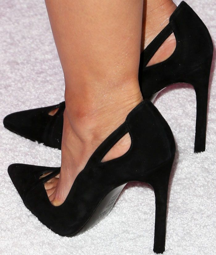Emmanuelle puts a little spin to the normal pointed toe pumps with the Stuart Weitzman cutout heels