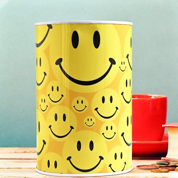 Help a special someone to save up in style for whatever their heart desires by treating them to this fabulously fun Smiley Face Large Money Tin as a