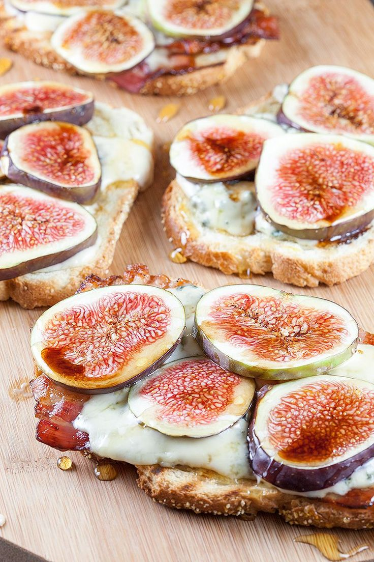 Figs, bacon and blue cheese grilled sandwich, amazing flavors! Grab a grill pan and throw in some slices of bread and bacon.