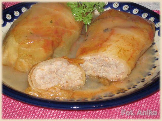 Tradycyjne gołąbki z ryżem i mięsem                       Tradycyjne,  smaczne jedzenie. Pewnie każda gospodyni ma jakiś swój sposób  przyg...