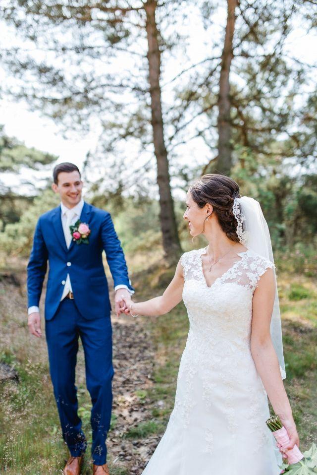 #real #wedding #bruiloft #groom #bruidegom #bride #bruid #bruidspaar #weddingdress #trouwjurk #romantisch | Trouwen op landgoed Lemferdinge - Paterswolde | ThePerfectWedding.nl