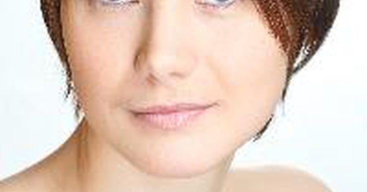 Peinados lindos para cabellos cortos para mujeres de mediana edad.. Los peinados de mujeres de moda están constantemente en evolución. Los peinados modernos para cabellos cortos en mujeres de todas las edades, incluyendo aquellas de mediana edad, reflejan autoestima y confianza. Los peinados sobre cabello corto contrastan con los looks femeninos tradicionales de cabello largo y desafían el viejo mito que solo ...