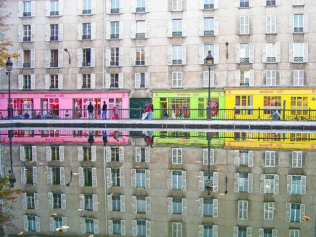 Les fabuleuses devantures d'Antoine & Lili  sur le canal St Martin :)