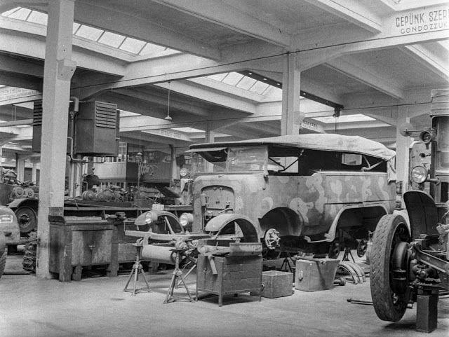 TÖRTÉNELMI KALEIDOSZKÓP...: Magyar Királyi Honvéd gépkocsiszertár-1943 / Folyt...