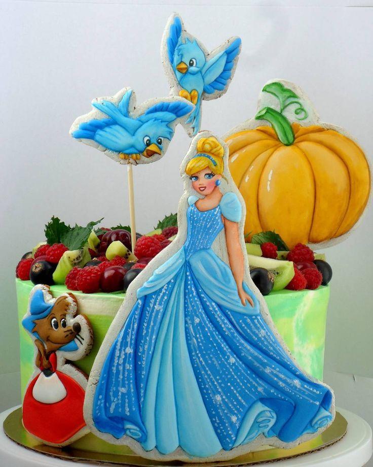 Вот такая задумка дизайна тортика.  У всех принцесс особенно у  Диснеевских шикарные наряды и пропорции таковы, что лицо крохотное,  посему принцесса должна быть внушительных размеров #имбирныепряникикараганда #пряникикараганда #пряникиназаказкараганда #караганда #cakekaraganda #candybarkaraganda #karaganda #cakeolegra