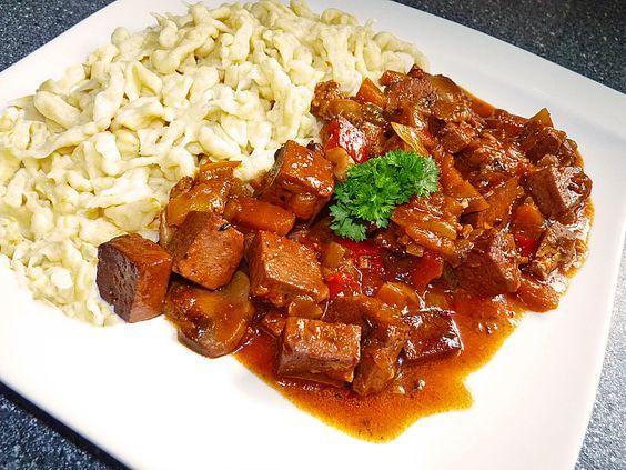 Vegetarisches Gulasch mit Tofu und Pilzen (Rezept mit Bild) | Chefkoch.de