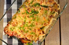 Een heerlijke ovenschotel! De ovenschotel bevat onder andere witlof met boursin, plakjes ham, geraspte kaas en kruidenroomkaas.