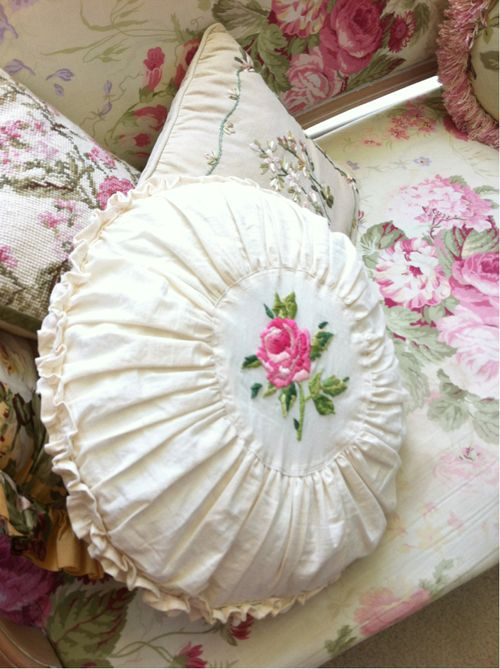 17 Best images about shabby chic pillows at Bunny Cottage on Pinterest Vintage handkerchiefs ...