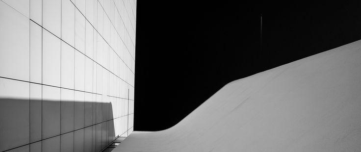 https://flic.kr/p/r7ubC3   MACBA   Museu d'Art Contemporani de Barcelona - Barcelona Museum of Contemporary Art Location: Barcelona, Spain Built: 1987-1996 Architects: Richard Meier & Partners  http://www.facebook.com/MLFotArch