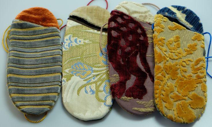 Le custodie di Mirabilia Venezia realizzate con i tessuti Bevilacqua / Mirabilia's cases and covers fashioned with Luigi Bevilacqua's Fabrics