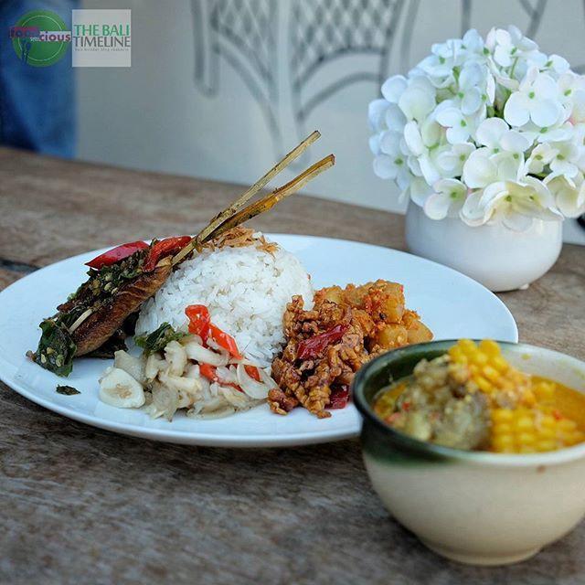 "Food Blog Bali  Sudah tidak asing tentunya nama Warung Batavia di Seminyak ini. Dan salah satu favorite kami adalah menu ""touch screen"" mereka.  Pilihan makanan rumahan yang lezat cocok buat makan siang kita tinggal tunjuk dan makanan tersaji untuk disantap     @warung_batavia Rp 50k - Rp 100k  Jl. Yudistira Kunti II. #seminyak    #FeastIndonesia #amazingindonesiafood"