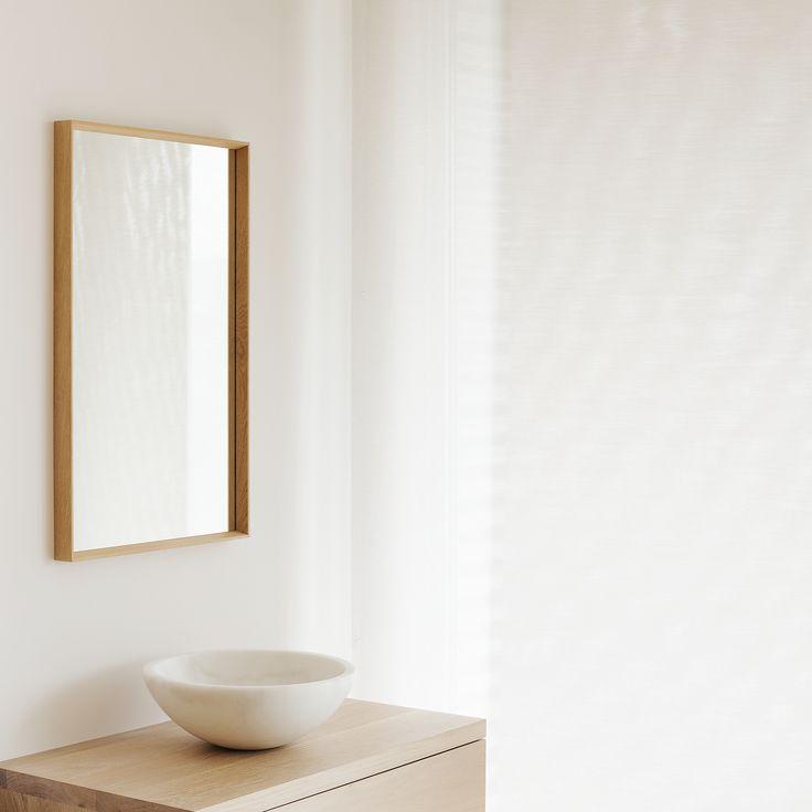 Luxe houten ladekasten van eiken, voor in de moderne badkamer. Een kom of wastafel van steen, composiet of keramiek. We helpen u graag met het samenstellen van een houten badkamermeubel.