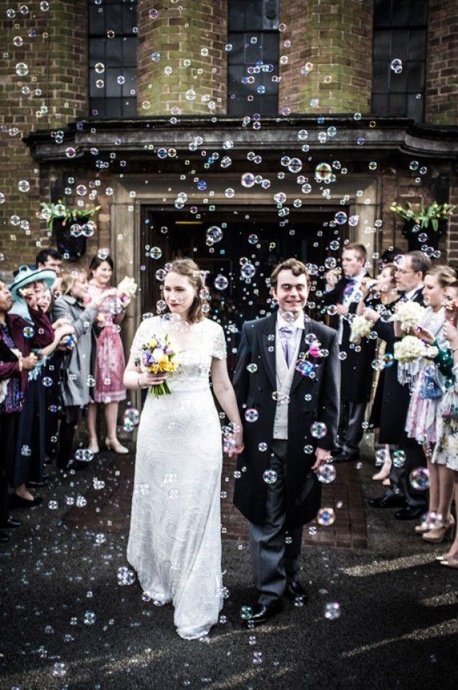 お花だけじゃない!ユニークなフラワーシャワーのアイデア | 結婚式準備ブログ | オリジナルウェディングをプロデュース Brideal ブライディール