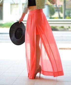 Las faldas transparentes sobre faldas cortas