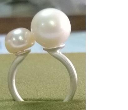 Anello in argento con perle di acqua dolce da 9 mm e 5 mm