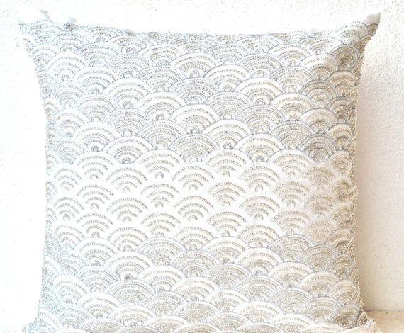 best 25 white throw pillows ideas on pinterest throw pillows bed white pillows and throw pillows